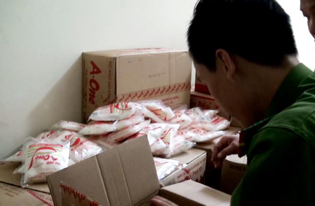 Bột ngọt A-One giả đang được sản xuất tại nhà đối tượng Tùng