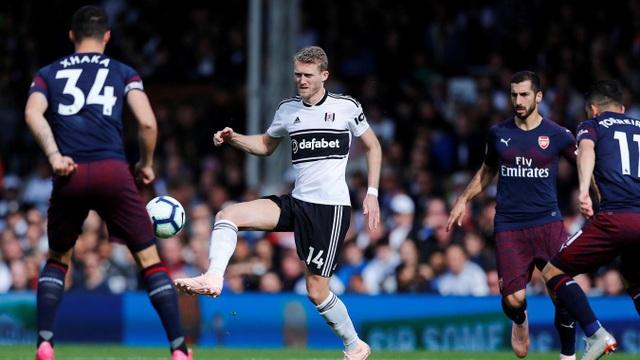 Schurrle, tiền đạo người Đức thi đấu ở cánh trái của đội chủ nhà. Schurrle không lạ gì Arsenal khi anh từng thi đấu cho Chelsea