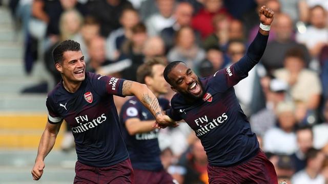 Niềm vui của Lacazette với bàn thắng giúp cho Arsenal vượt lên