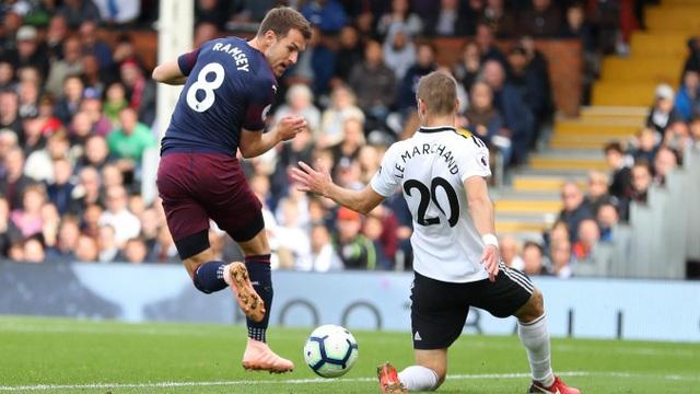 Arsenal có bàn thắng thứ ba với cú giật gót điệu nghệ của Ramsey