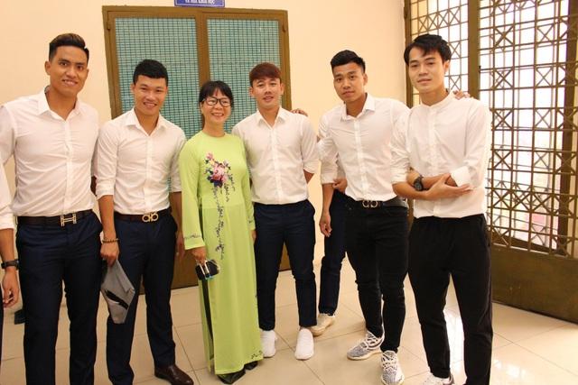 Các cầu thủ HA Gia Lai tham dự lễ khai giảng, trở thành sinh viên năm cuối
