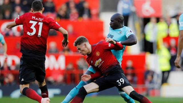 McTominay tiếp tục được Mourinho tin tưởng cho ra sân từ đầu và đá ở hai vị trí trong ít phút
