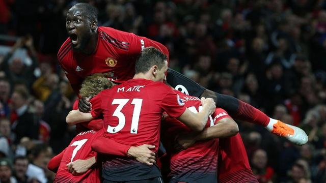 Lukaku ăn mừng cùng các đồng đội, không ghi bàn song tiền đạo người Bỉ cũng đã thi đấu đầy nỗ lực với vị trí thường xuyên dạt ra biên phải