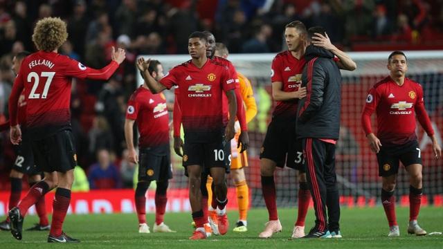 Các cầu thủ Man Utd ăn mừng chiến thắng, họ đã tránh được một cơn bão lớn đang trực đổ xuống Old Trafford. Man Utd không chỉ giành ba điểm quan trọng, họ còn chứng minh được khát vọng cống hiến cho đội bóng, đó là điều quan trọng nhất
