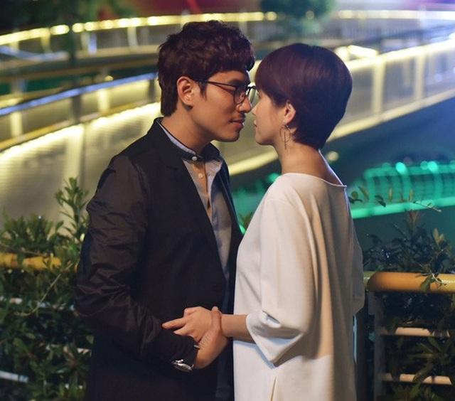 """Kiều Minh Tuấn và An Nguy trong phim """"Chú ơi, đừng lấy mẹ con"""". (Ảnh do nhà phát hành cung cấp)"""