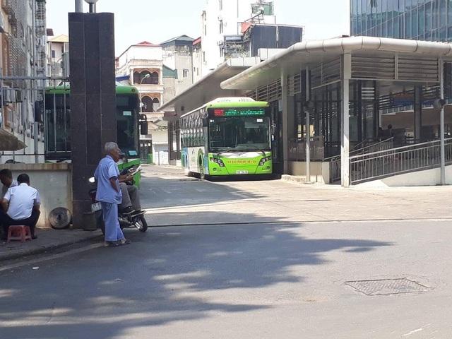 """Hà Nội mạnh tay """"chi"""" 1.000 tỷ cho hợp phần buýt nhanh BRT nhưng không đạt hiệu quả."""