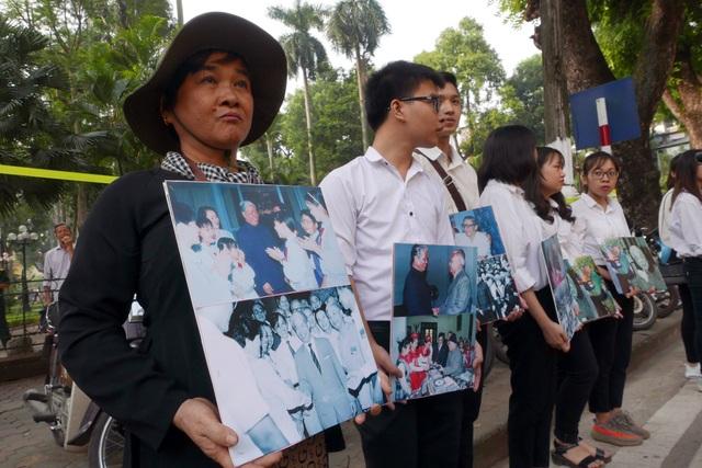 Người phụ nữ từ Tiền Giang ra Hà Nội tiễn biệt nguyên Tổng Bí thư Đỗ Mười