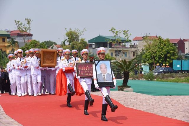 Linh cữu nguyên Tổng Bí thư Đỗ Mười đã về quê nhà Thanh Trì - 1