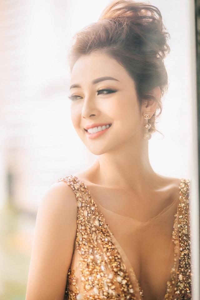 Jennifer Phạm tiết lộ, cô vẫn chạy show kiếm tiền để không phải phụ thuộc.