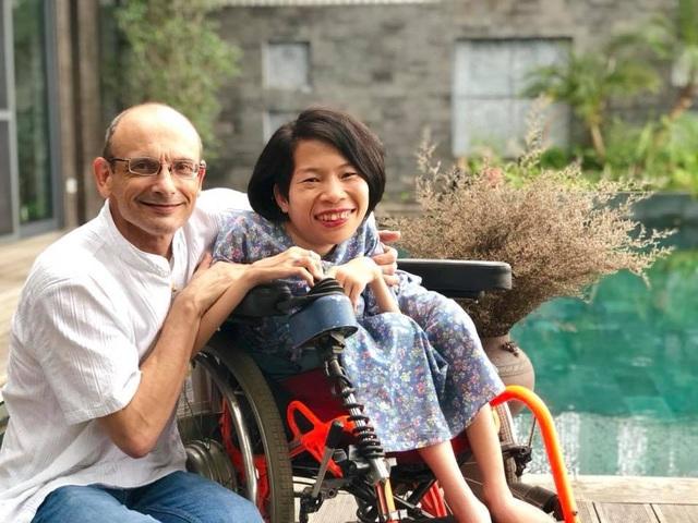 Từ nhỏ, Nguyễn Thị Vân đã mắc bệnh teo cơ tủy sống, không đi lại được, mọi sinh hoạt phải nhờ đến sự giúp đỡ của người khác.