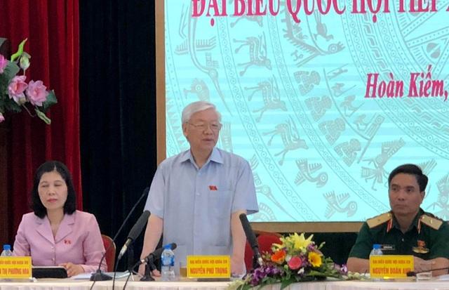 """Tổng Bí thư Nguyễn Phú Trọng nhận định, việc xử lý cán bộ rất nghiêm khắc nhưng cũng phải rất nhân văn, với mục đích chính """"chống cũng là để… xây""""."""