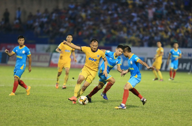 FLC Thanh Hóa (vàng) giành ngôi á quân V-League 2018 - Ảnh: Gia Hưng