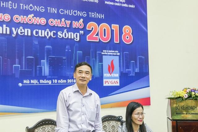 PGS, TS Lê Xuân Đình phát biểu tại buổi họp báo