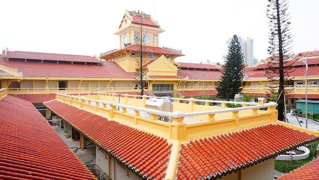 Chợ Bình Tây được xây dựng từ năm 1928 do 1 người Hoa gốc Triều Châu tên Quách Đàm xây dựng.