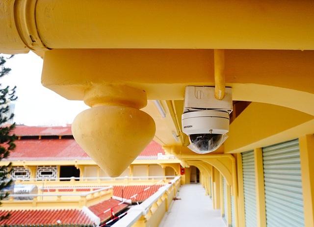 Hệ thống camera an ninh được lắp đặt tất cả khu vực bên trong chợ.