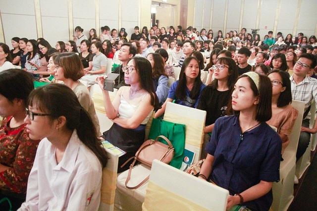 Hội thảo thu hút sự tham gia của đông đảo bạn trẻ, học sinh, phụ huynh,…