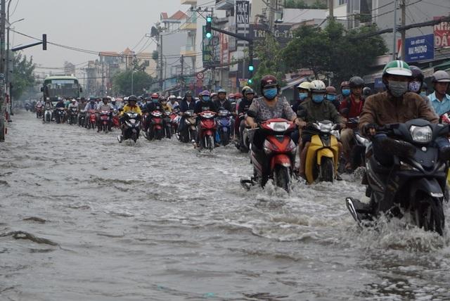 Đường Huỳnh Tấn Phát bị ảnh hưởng nặng nề bởi triều cường