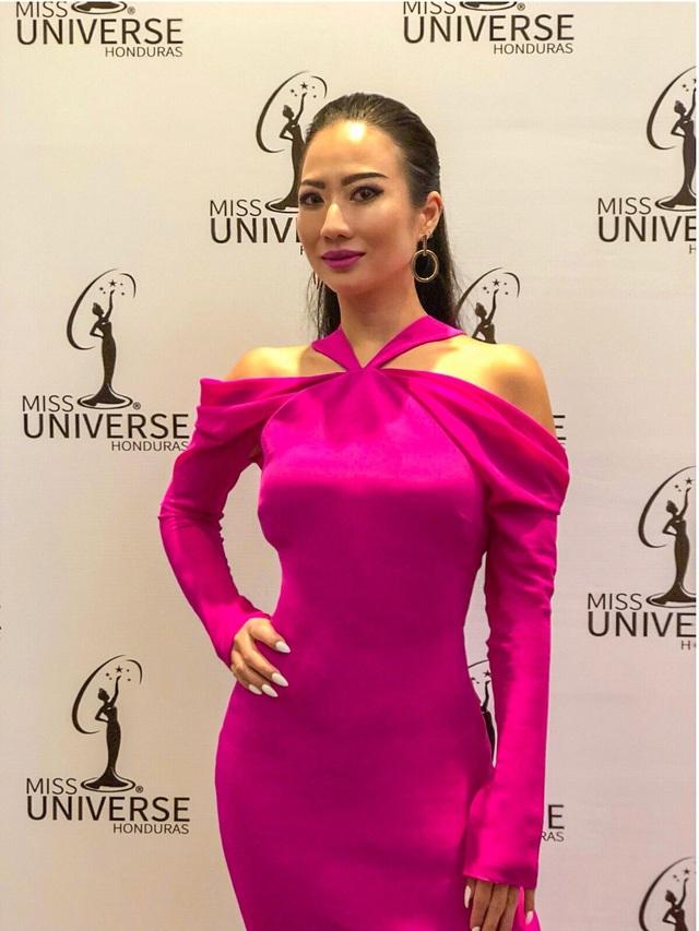 NTK Các Lâm - giám khảo Việt Nam ngồi ghế nóng Miss Universe Honduras 2018