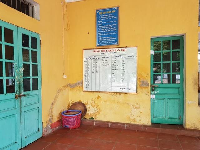 Bếp ăn bán trú trường Tiểu học Đinh Tiên Hoàng vẫn chưa hoạt động trở lại sau vụ ngộ độc.