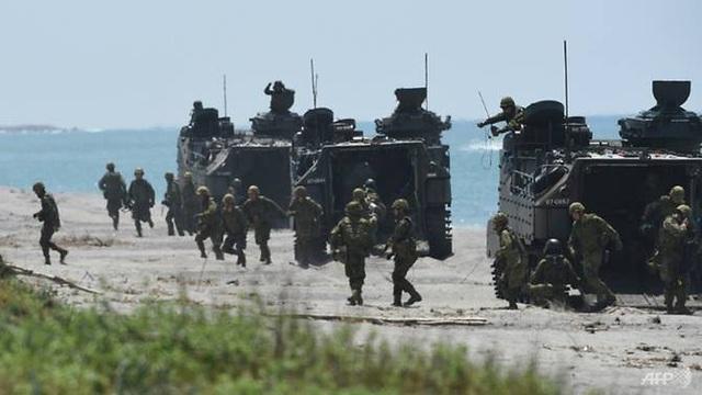 Lực lượng phòng vệ mặt đất Nhật Bản tham gia cuộc tập trận chung với Mỹ và Philippines. (Ảnh: AFP)