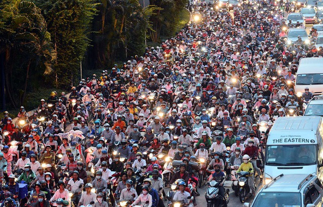 Tại Việt Nam, xe máy vẫn đóng vai trò là phương tiện đi lại chủ đạo