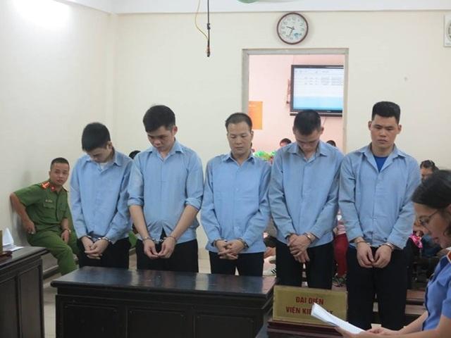 Các bị cáo tại phiên xử.
