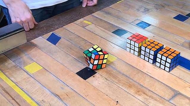 """Một nhà khoa học người Nhật mới đây đã công bố hình ảnh khối rubik được tích hợp công nghệ trí tuệ nhân tạo có thể giúp khối rubik """"tự giải đố""""."""
