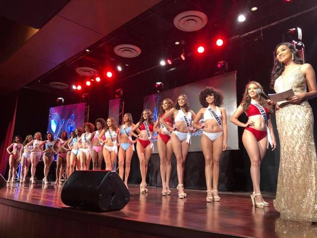 Các người đẹp khoe vóc dáng gợi cảm với trang phục bikini cao cấp Cacdemode