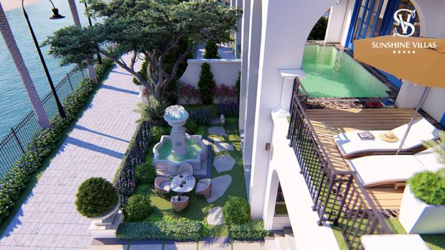 Không gian cảnh quan được thiết kế mang đậm lối kiến trúc Địa Trung Hải, xu hướng vừa sang trọng, đẳng cấp lại được phủ màu xanh mướt của thiên nhiên, cây cỏ.