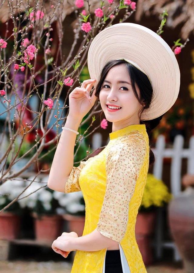 Trang cao 1m65. Cô cũng đã từng tham gia một số sân chơi của giới trẻ và lọt vào top100 Miss Teen 2017. Trang làm công việc người mẫu ảnh.