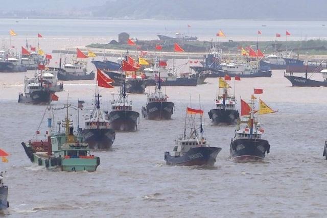 Chính quyền Trung Quốc chi hàng tỷ USD để hỗ trợ các tàu cá (Ảnh: ABC)