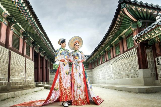 Nữ Hoàng Trần Huyền Nhung và Nam Vương Quốc tế diện quốc phục nặng ký sánh bước bên nhau. - 1