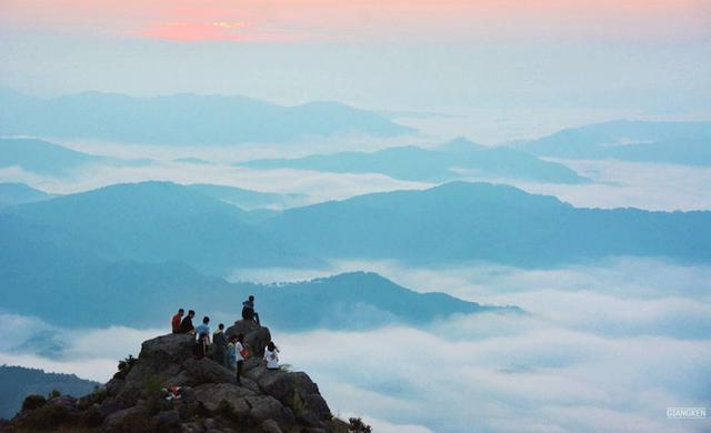 Bất ngờ cao nguyên bí ẩn đẹp mê hồn cách Hà Nội chỉ hơn 100km - Ảnh 7.