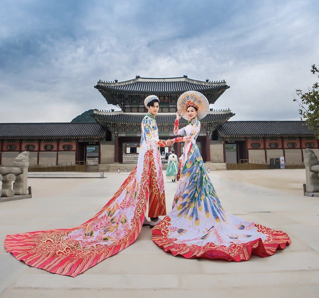 Nữ Hoàng Trần Huyền Nhung và Nam Vương Quốc tế diện quốc phục nặng ký sánh bước bên nhau. - 3