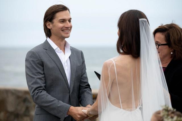 Barbara Pierce Bush, con gái của cựu Tổng thống George W. Bush và phu nhân Laura Bush, đã tổ chức đám cưới với hôn phu Craig Louis Coyne bên bờ biển tại Kennebunkport, bang Maine hôm 8/10.