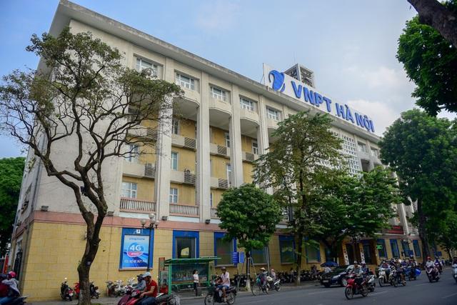 Bưu điện Hà Nội được thực dân Pháp thành lập từ năm 1884, ngay sau khi triều Nguyễn ký hiệp ước đầu hàng, chấp nhận chế độ bảo hộ. Vị trí của Bưu điện Hà Nội là nền chùa Báo Ân cũ.