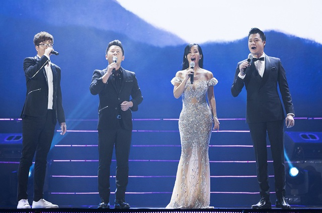 Những giọng ca chính của chương trình trong sự kết hợp mở màn đã cuốn hút khán giả