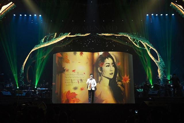 """Nối tiếp chương trình Quang Dũng tiếp tục đưa khán giả đến những giai điệu suy tư và đầy lãng mạn qua các ca khúc: """"Chân tình"""", """"Còn yêu em mãi""""…"""