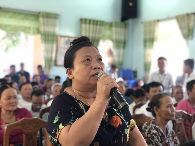 """Bà Nguyễn Thị Thành, người dân ở khu vực bãi rác: """"Thành phố hỗ trợ mấy cũng không bù đắp được thiệt hại, thiệt thòi của dân"""""""