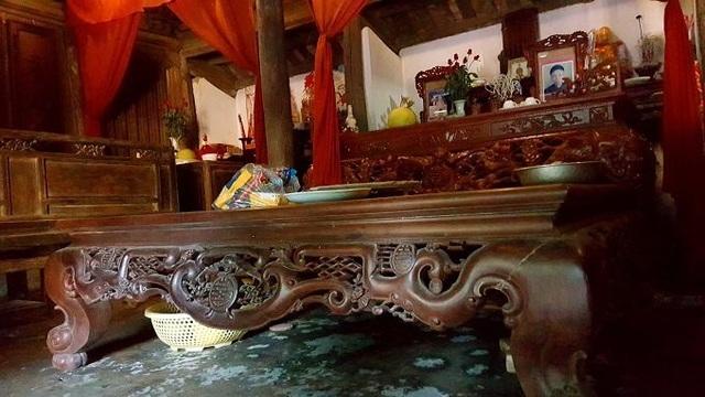 Cũng theo ông Hùng, trước khi được công nhận là di sản văn hóa cần được bảo tồn, một số khách ở xa đã tìm về hỏi mua toàn bộ khu nhà với giá hơn 1 tỷ nhưng gia đình kiên quyết không bán.