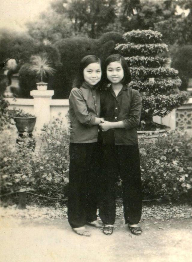 NSND Thái Bảo (bên trái) thời bé.