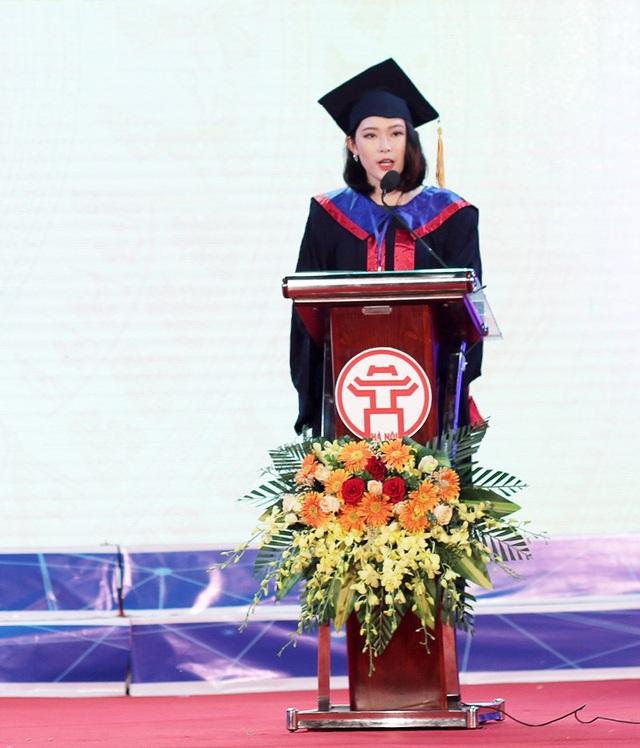 Thủ khoa Nguyễn Mai Anh (Học viện Thanh thiếu niên Việt Nam) đại diện cho 88 thủ khoa tốt nghiệp xuất sắc các trường đại học, học viện chia sẻ niềm tự hào khi được vinh danh tại Văn Miếu – Quốc Tử Giám.