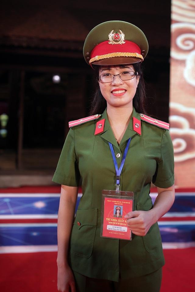 Thủ khoa ĐH Phòng cháy chữa cháy Lê Thị Vân Anh từng là Á khoa đầu vào của trường với điểm số 27,5 trong kỳ thi tuyển sinh năm 2014