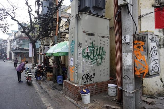 Loạt hộp kỹ thuật phố Lương Ngọc Quyến dày đặc các hình vẽ.