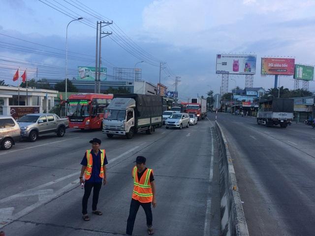 Trước phản ứng của các tài xế, chiều xe từ TP Cần Thơ đi An Giang bị kẹt xe cục bộ