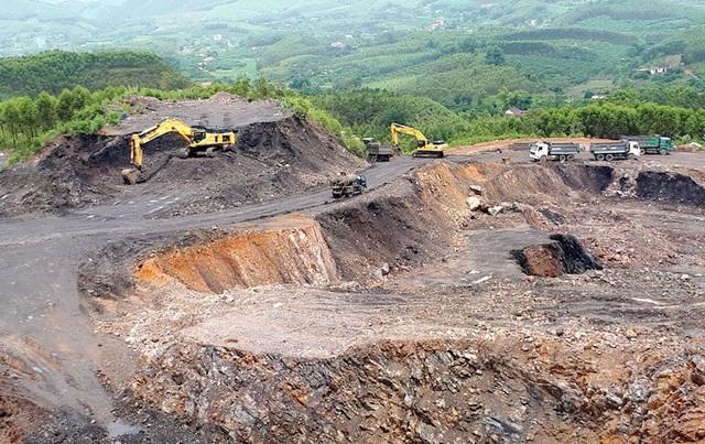 Núi phê thải quái dị do Công ty cổ phần khoáng sản Bắc Giang bất chấp các quy định pháp luật tạo ra.