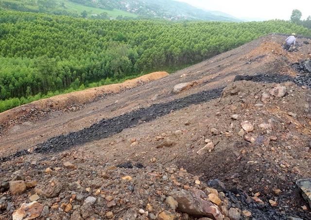 Bộ Tài nguyên và Môi trường thanh tra đột xuất núi phế thải quái dị tại Bắc Giang - Ảnh 1.