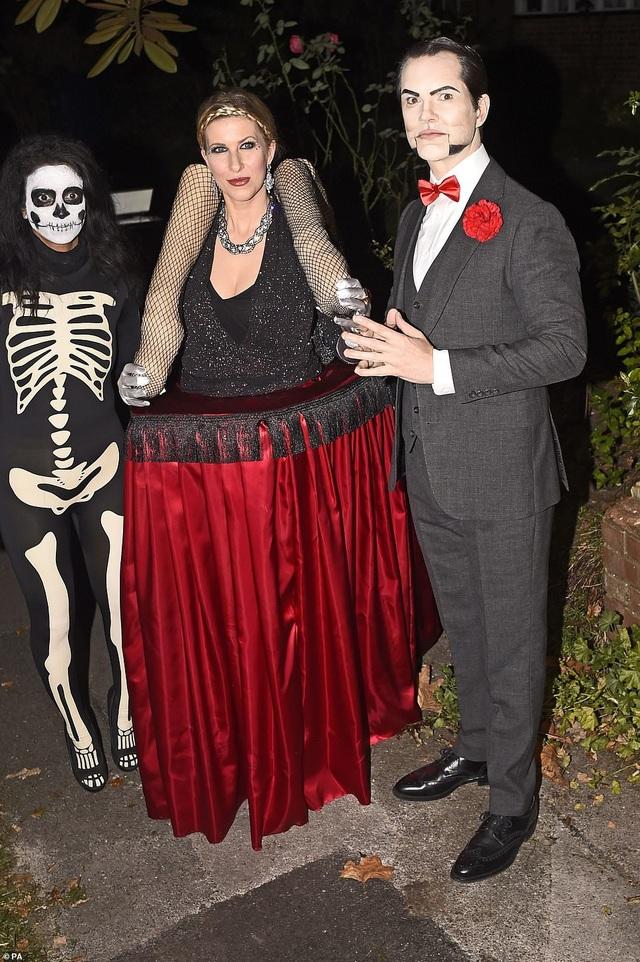 Jimmy Carr và bạn gái Karoline Copping