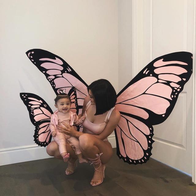 Kylie Jenner và con gái 8 tháng tuổi