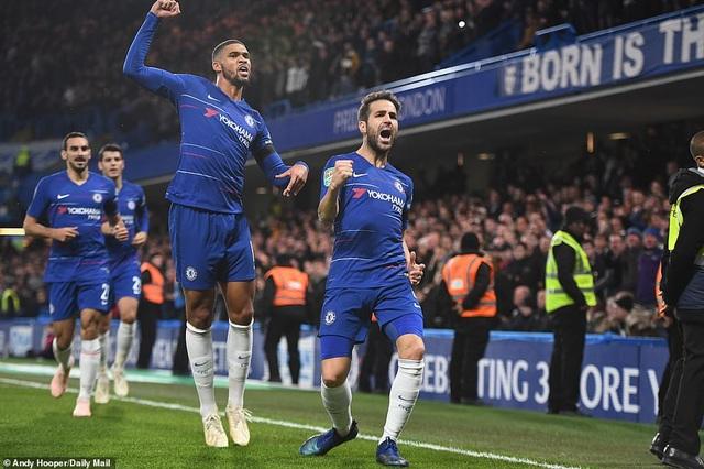 Niềm vui của Fabregas và các cầu thủ Chelsea